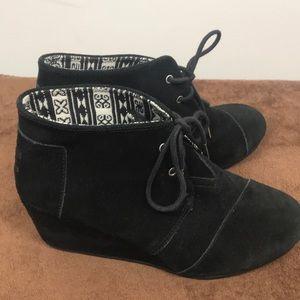 Toms size 9 black suede wedge tie bootie